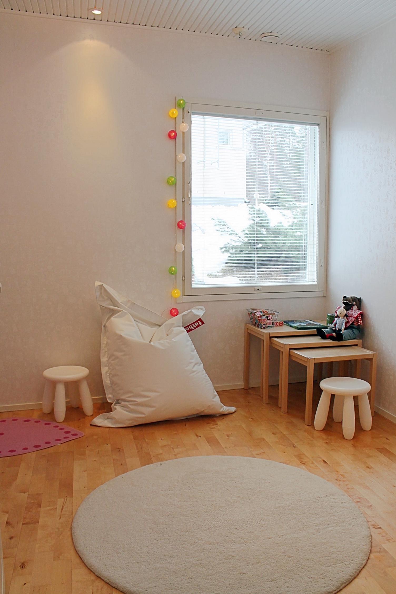 Yksi makuuhuoneista on sisustettu lastenhuoneeksi