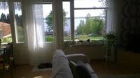 Olohuoneesta näkymä järvelle.