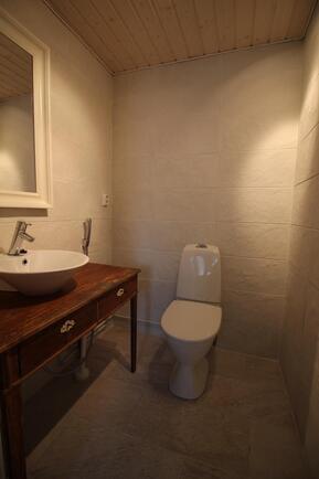Saunarakennuksen WC