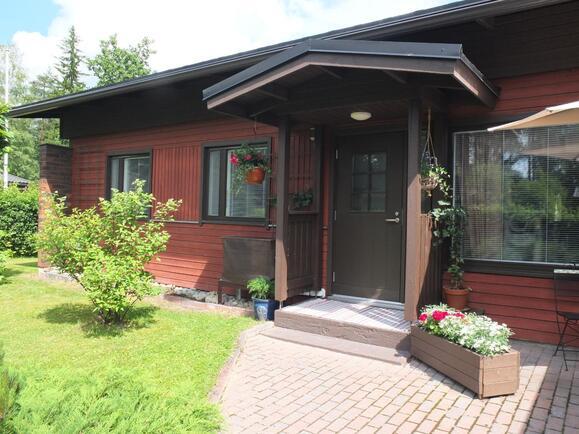 Talon vesikatto on uusittu viime kesänä (v. 2016...