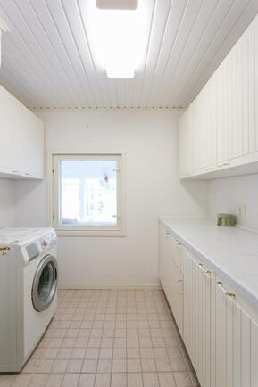 kodinhoitohuone (ollut sauna)