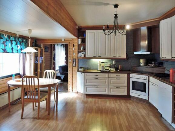 Keittiön kaapistot uusittu 2008