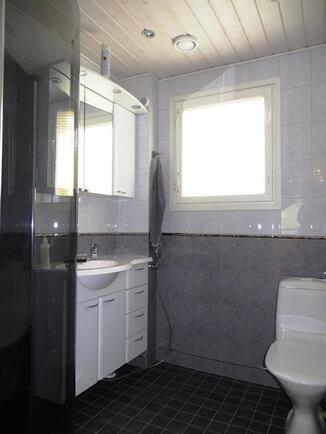 Kylpyhuone/wc 2.krs