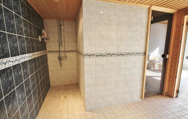 Suihkun kautta saunaan
