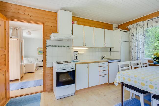 Mökin keittiö n. 16m2