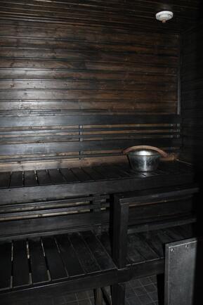 Tunelmallinen puulämmitteinen sauna