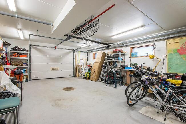 Autotalli 54 m2
