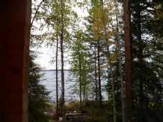 saunamökin kuistilta järvelle