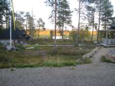 Piha näkymää Ivalo joelle Itään.