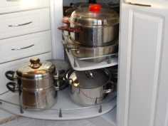 aukikiertyvät tasot keittiössä