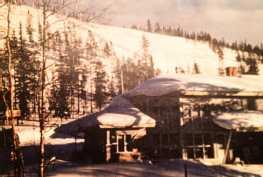 Huoneisto ulkoa talvella (kuvattu paperikuvasta)