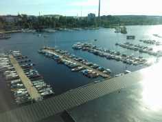 Terassinäkymää venesatamaan
