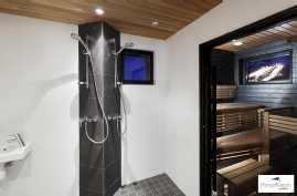 Pesuhuone ja sauna ovat kivirakenteisia.
