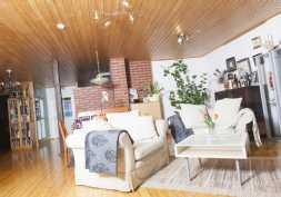 Tilava 37,7 m² ja valoisa olohuone