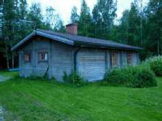Jokirannan mökeillä on omat pihapiirit erillään päärakennuksista.