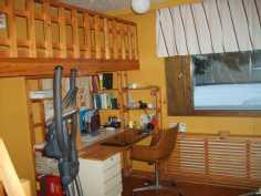 Kuva työhuoneesta parvineen