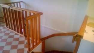 Isomman asunnon portaat alakertaan