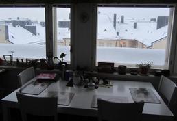 Talvinen näkymä keittiöstä.