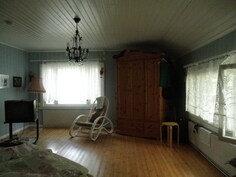 2. makuuhuone yläkerrassa