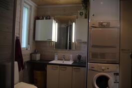 Pesuhuoneessa tila pyykkihuollolle