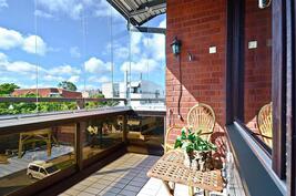 Lasitettu länsiparveke / Inglasad balkong mot väster