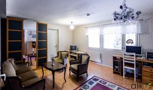 Alakerran huone 1 soveltuu vaikka toiseksi olohuoneeksi
