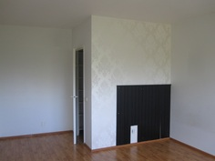 Makuuhuone, kuvattu vaatehuoneen suuntaan