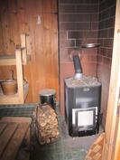 Ok-talon sauna, puulämmitteinen kiuas uusittu vuosi sitten