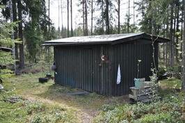 Talousrakennus, jossa puusee