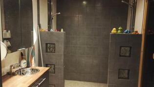 Pesuhuone (2 suihkua)