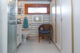 Kylpy- ja pukeutumishuone