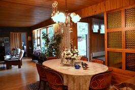 ruokailutila, olohuone, uima-allastilaa