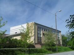 Eikä kouluunkaan ole pitkä matka ts. komeaan Toukolan kouluun vain n. 1,5 km!