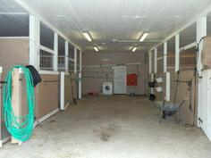 Hevostalli, jossa pilttuut 6:lle hevoselle+ lämpimät varustehuoneet