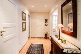 Käytävä yläkerta / Hall övre våning