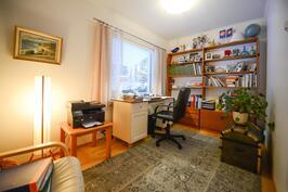 Työhuone ylerta / Arbetsrum övre våning