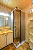 Talon toinen pienempi kylpyhuone