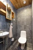 Erillinen wc saunatilojen yhteydessä