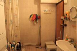 Pesuhuone, toisessa kerroksessa