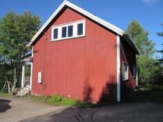 Päärakennuksessa on jonkin verran kuivalahoa mm. rossipohjan ...