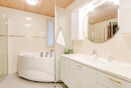 Kylpyhuoneen peilikaapisto