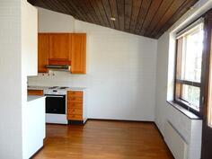 Keittiön ja olohuoneen yhteydessä on ruokailutila