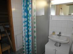 Pesuhuoneessa suihkuseinä