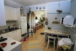 Makuuhuoneesta keittiöön