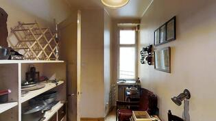 Keittiön jatkeena apulaisen huone