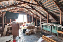 Yläkerrassa on myös mahdollista rakentaa valmiiksi asti rakentamaton vinttihuone