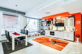 Avara keittiö- ja olohuone