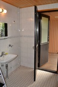 Kylpyhuoneesta ovi terassille