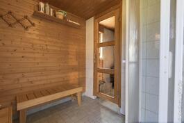 kylpyhuone tallirakennuksessa