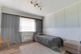 uuden puolen makuuhuone
